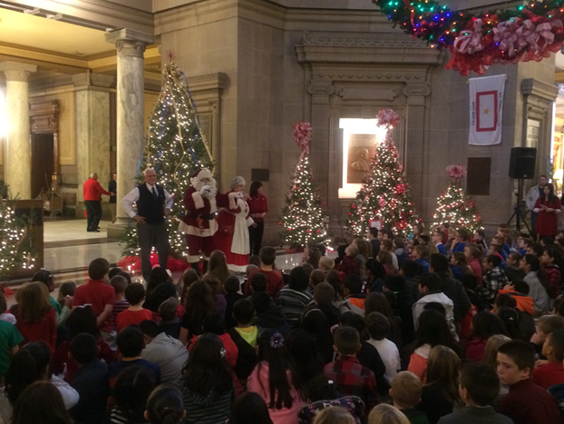 Governor first lady celebrate annual tree lighting with for Christmas tree lighting indianapolis 2015